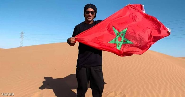 ماذا يفعل رونالدينو في صحراء المغرب؟