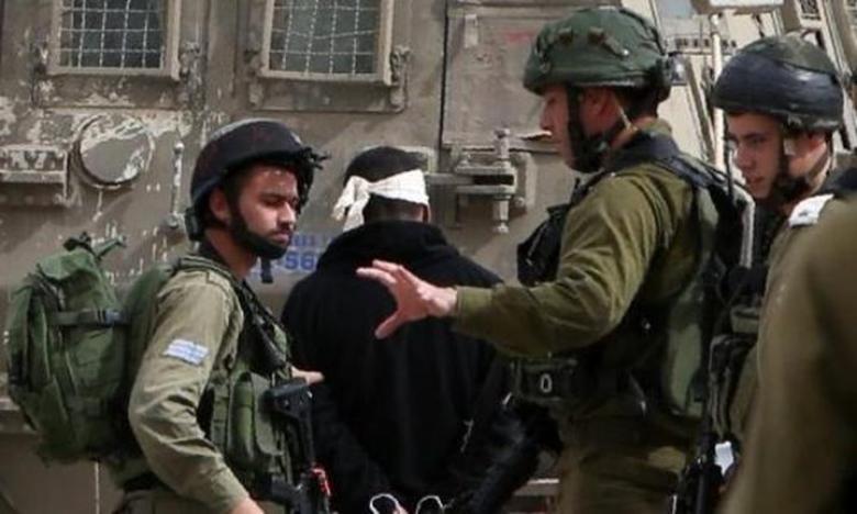 الاحتلال يعتقل شابا من قلقيلية بعد الاعتداء عليه بالضرب