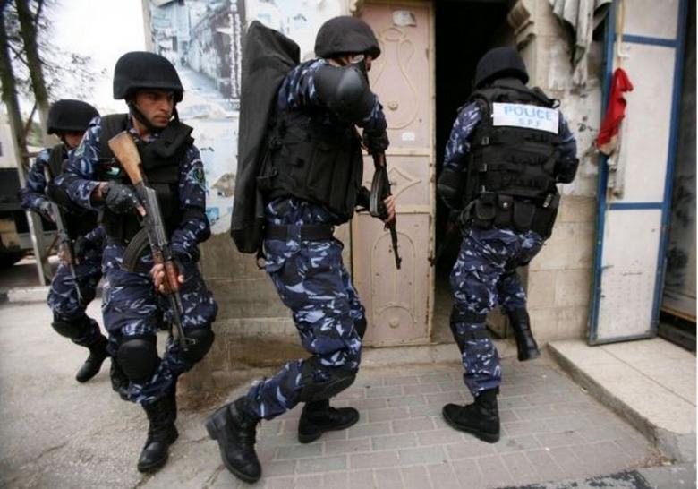 أجهزة السلطة تعتقل مواطنَين وتستدعي 2 آخرين