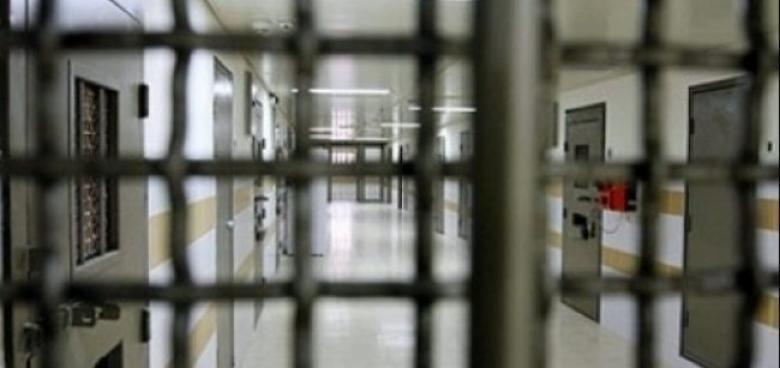 نقل أسيرين مضربين إلى مستشفى سجن الرملة
