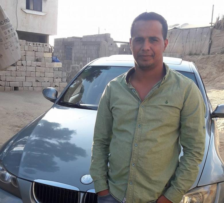 """سائق غزي يوفر خدمة """"الانترنت"""" المجاني للركاب"""