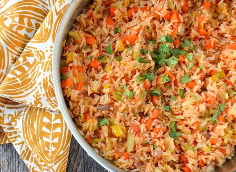 طريقة عمل أرز مكسيكي غني بالألوان والطعم