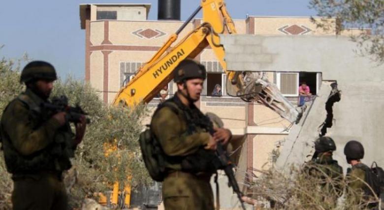 الاحتلال يخطر منازل مأهولة بالهدم في بيت لحم
