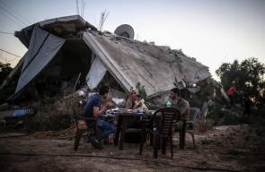 غزة: عائلة تفطر على أنقاض منزلها المدمر