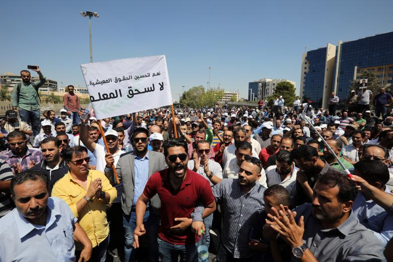 معلمو الأردن يوقفون إضرابهم بعد تحقيق مطالبهم