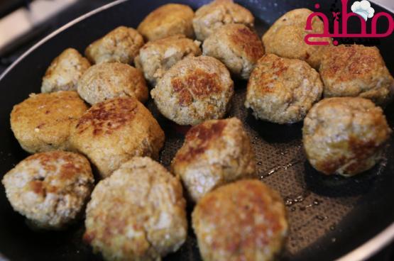 كرات الدجاج السويدية بالصوص خطوة بخطوة