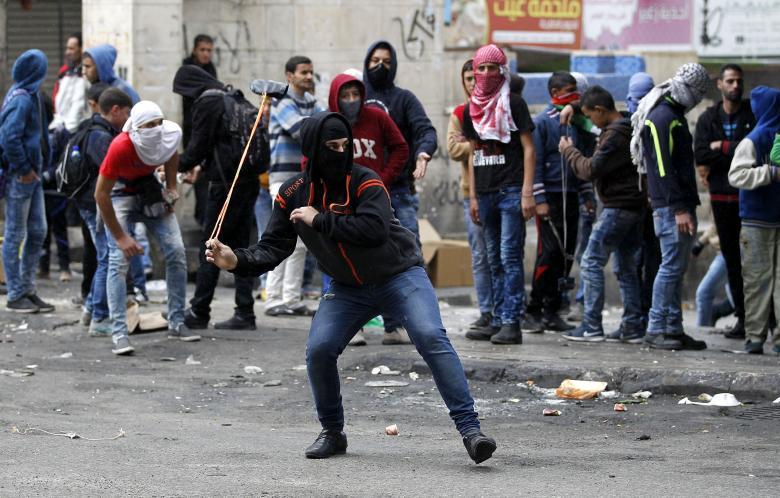 مواجهات مع الاحتلال على جسر حلحول شمال الخليل