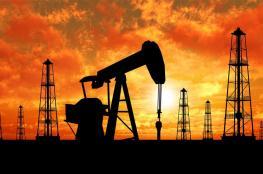 النفط يتراجع مع شكوك حول الفائض