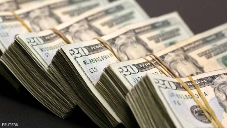 الدولار يصعد إلى أعلى مستوياته في 13 شهرا
