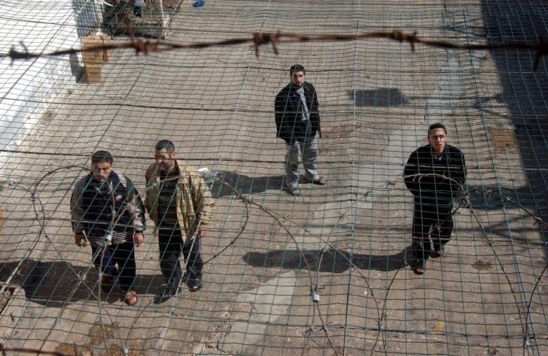 ثمانية أسرى يدخلون أعوامًا جديدة في سجون الاحتلال