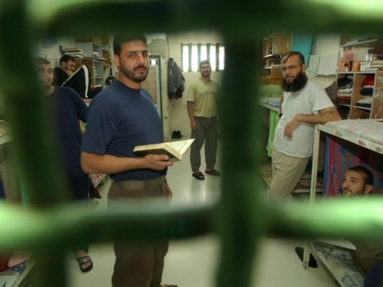إجراءات إسرائيلية لتقييد التعليم داخل السجون