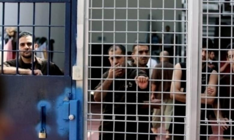 نادي الأسير: لا اتفاق بين الأسرى وإدارة المعتقلات