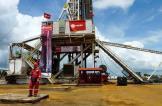 النفط يواصل تراجعه وحديث عن احتمال رفع إنتاج أوبك