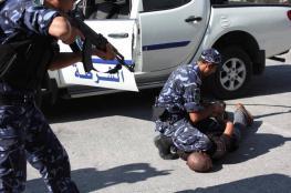 أجهزة الضفة تستدعي محررا وتواصل اعتقال آخرين