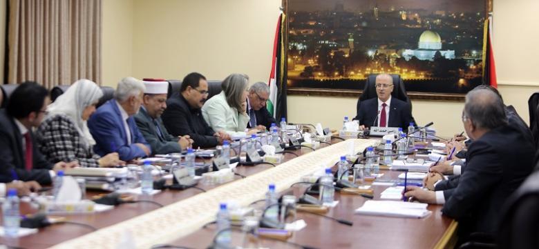 أعلنت الخميس عطلة.. حكومة الحمدالله: جاهزون لتسلم واجباتنا في قطاع غزة