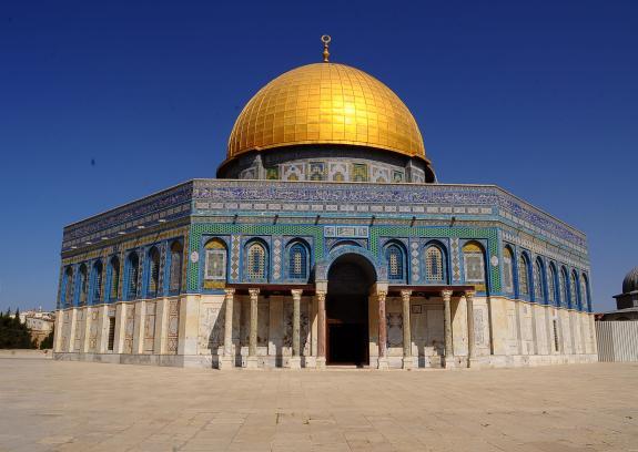 أبو مرزوق: انتصار المقدسيين في الأقصى صفعة قوية للاحتلال
