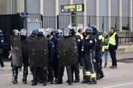 بعد الصفراء.. حكومة فرنسا في مواجهة السترات الزرقاء