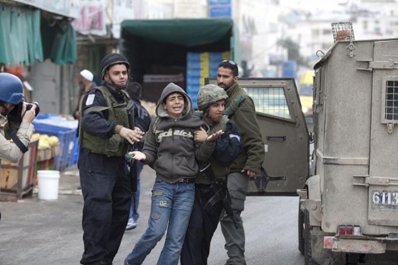 الاحتلال يعتقل طفلًا من يعبد