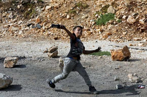 طفل خلال مواجهات مع الاحتلال في بلدة كفر قدوم