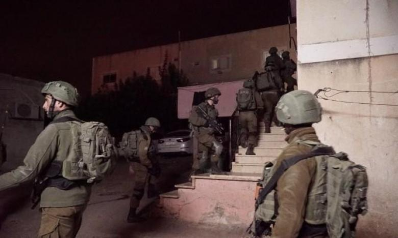 الاحتلال يعتقل 7 مواطنين بالضفة ويزعم مصادرة سلاح وذخيرة