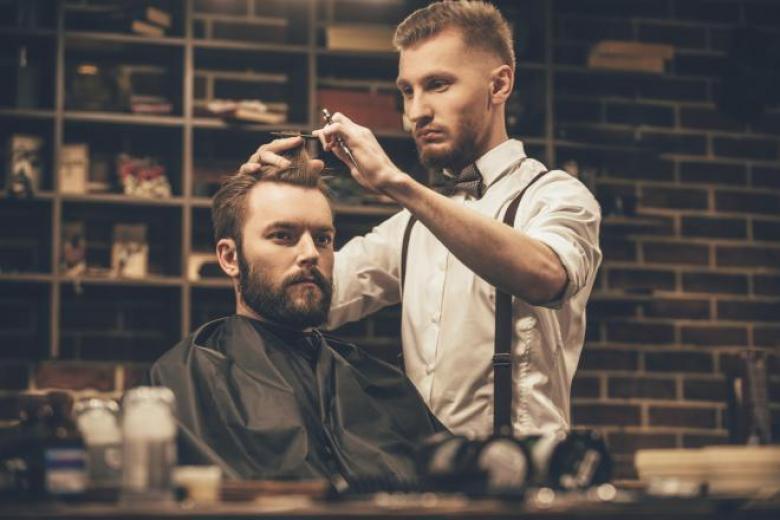 6 خطوات لتغيير تسريحة شعرك إلى الأفضل