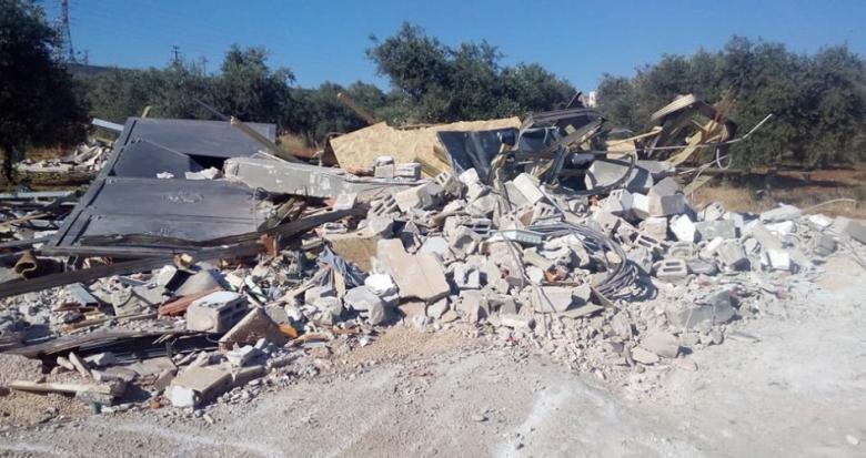 طواقم بلدية الاحتلال تهدم سورا استناديا بحي جبل الزيتون في القدس