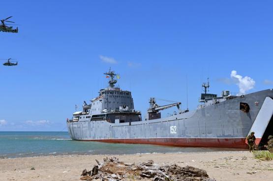 وصول سفن إنزال روسية كبيرة إلى سوريا