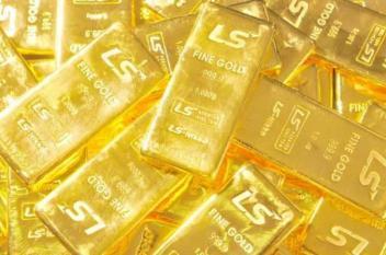 الذهب يسجل أول مكاسب أسبوعية في 4 أسابيع