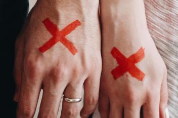 الطلاق وسقوط الأقنعة.. لماذا لا ينفصل الشريكان بصمت؟
