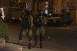 الاحتلال يعتقل شاباً من مخيم الجلزون