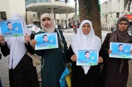 """وقفة بالخليل تضامنًا مع الصحفي """"أبو زيد"""""""
