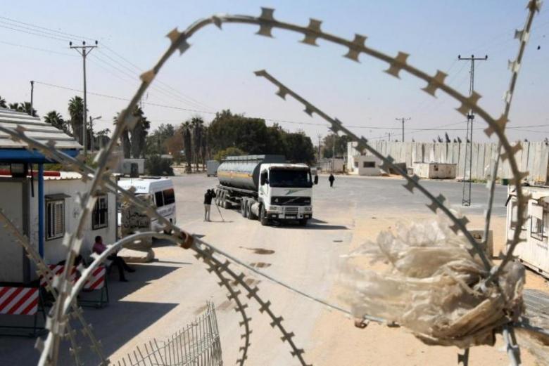 """""""إسرائيل"""" تمنع إدخال الوقود وغاز الطهي لغزة"""