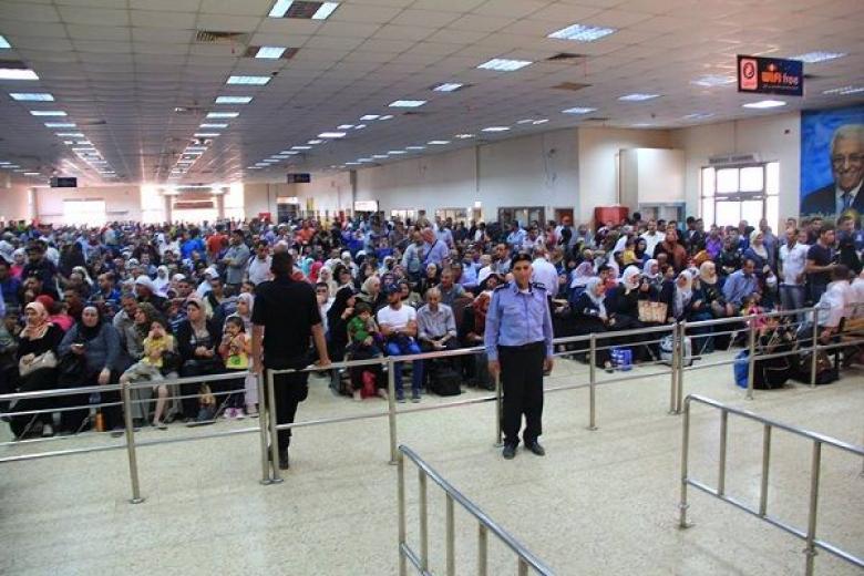 """الاحتلال يمنع 18 مواطناً من السفر بـ """"معبر الكرامة"""""""