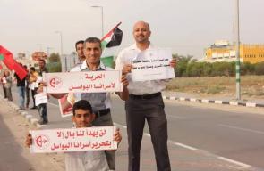 الشعبية تنظم سلسلة بشرية على شارع صلاح الدين تضامنا مع الأسرى