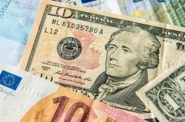 الدولار يتعافي ويسترد بعض خسائره