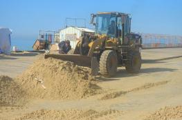 سلطة الموانئ البحرية تشرع في إزالة الرمال المتراكمة في ميناء