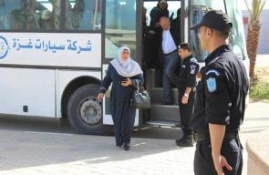 مغادرة المسافرين من الصالة الفلسطينية داخل معبر رفح