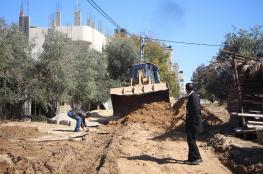 بلدية البريج تعبد الطرق المتضررة من المنخفض