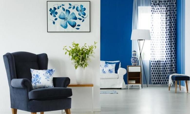 نصائح ديكور من مصمّمة بريطانيّة لاستخدام الزهور ونقوشها في المنزل