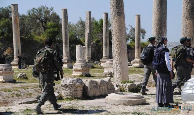 """مستوطنون يقتحمون المنطقة الأثرية في """"سبسطية"""""""