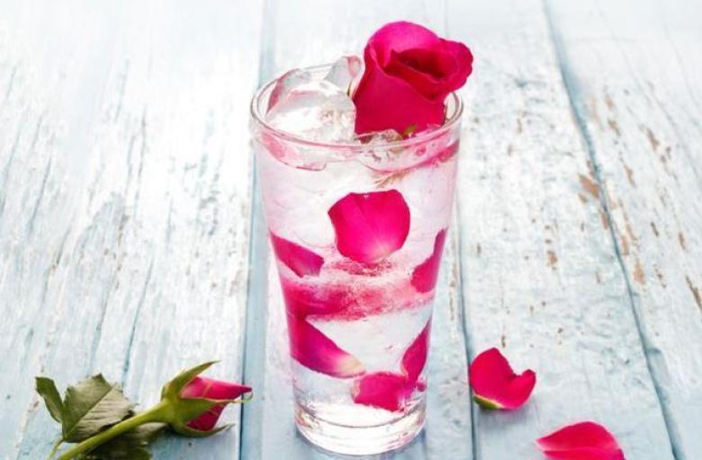 ماسكات ماء الورد لتهدئة احمرار البشرة في الصيف