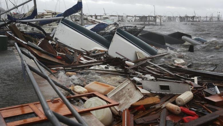 """الإعصار مايكل يخلف دمارا """"يفوق الخيال"""""""