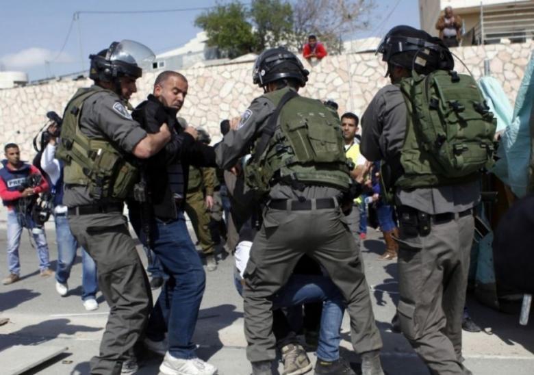 الاحتلال يعتقل شابين خلال مواجهات في القدس