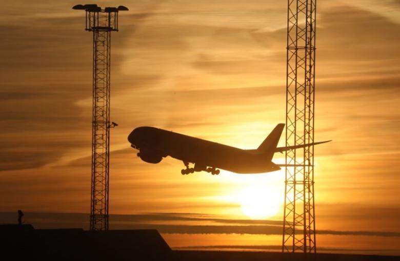شركات طيران تحول مسارها بعيدا عن المجال الجوي الإيراني