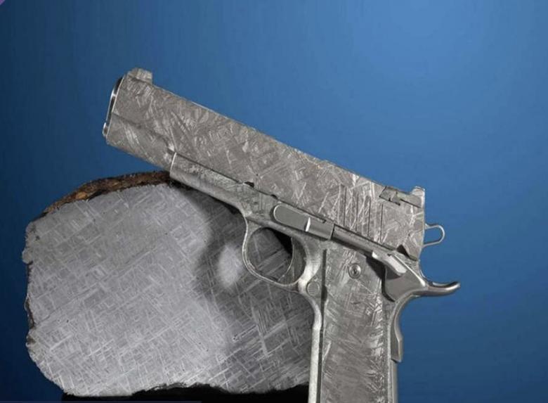 الإعلان عن بيع مسدسين عمرهما 4.5 مليار سنة