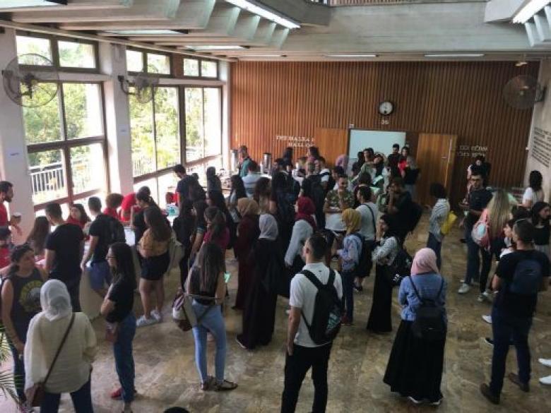 جامعة تل أبيب تتراجع عن فصل 120 طالبًا عربيًا