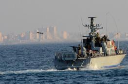 زوارق الاحتلال تطلق نيرانها صوب قوارب الصيادين