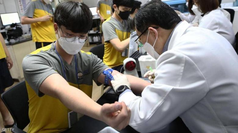 """منظمة الصحة العالمية تحذر الشباب بشأن فيروس """"كورونا"""""""
