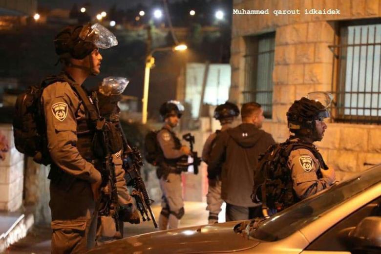 الاحتلال يقتحم رام الله وتطلق قنابل الصوت والغاز بكثافة
