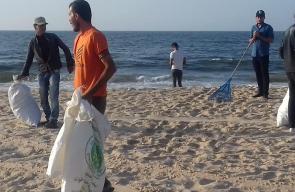 بلدية الزوايدة تنظم حملة لتنظيف شاطئ البحر